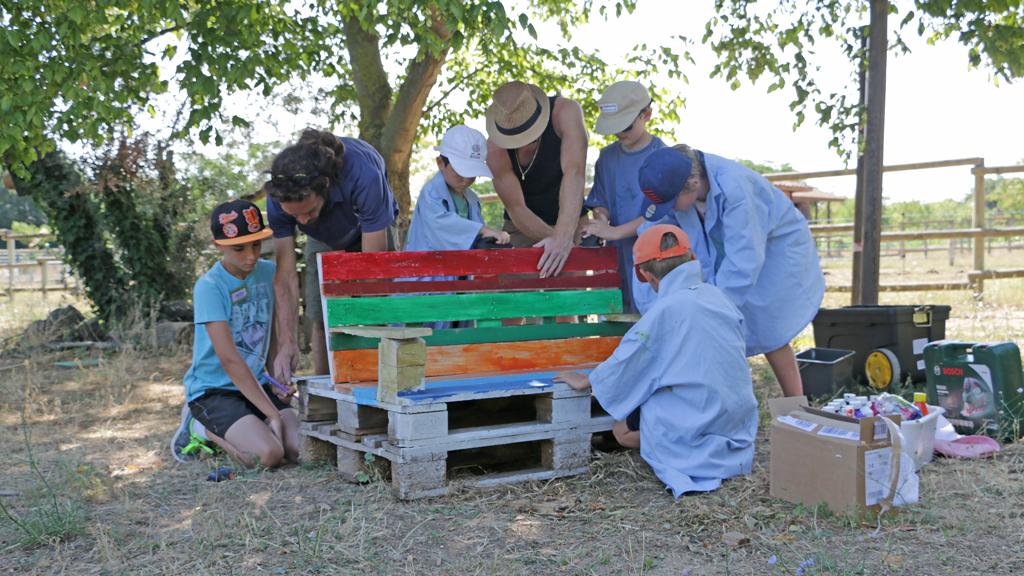 Atelier p dagogique mobilier de jardin en palettes colotheque de montpellier - Mobilier de jardin montpellier ...