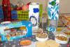 Présentation de différentes mangeoires fabriquées avec des briques de lait ou des couvercles en plastique