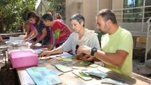 Des agents font un jeu autour du developpement durable à l'Écolothèque