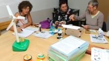 des agents découvrent les outils pédagogiques autour des économies d'eau et d'énergies