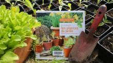 """Livre """"Je multiplie les plantes du jardin"""" avec des semis et un transplantoir"""
