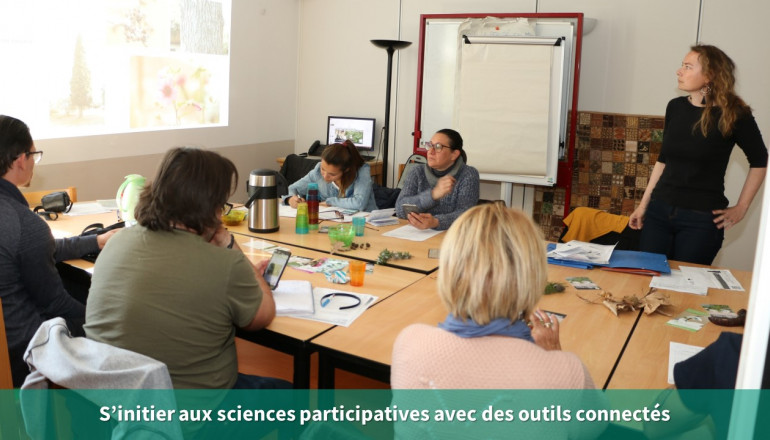 les participants s'initient aux sciences participatives en salle