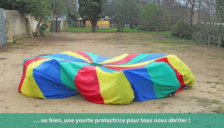 Le parachute forme une yourte