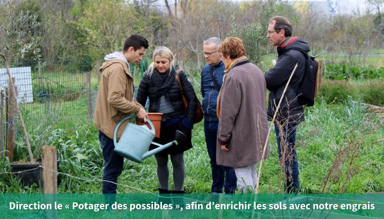 Direction le «Potager des possibles », afin d'enrichir les sols avec notre engrais