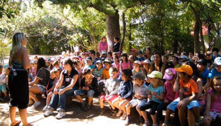 Rassemblement des enfants de l'Accueil de loisirs de l'Écolothèque