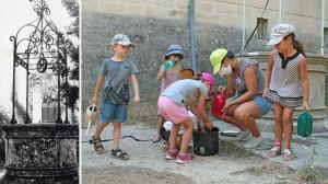 Une photo ancienne en noir et blanc du puits à côté d'une autre plus récente avec 5 enfant et une animatrice qui remplissent des arrosoirs avec l'eau tirée du puits