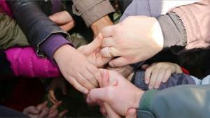 jeu coopératif main dans la main